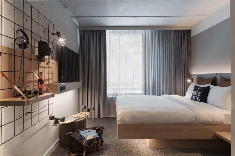 Chef_Sache_Branchennews_Blogbeitrag_Hotel_Moxy_Lausanne_Zimmer
