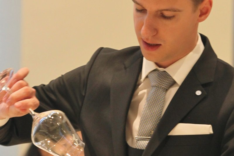 chef-sache-magazin-ks-2-sommelier-marc-almert-wineglass